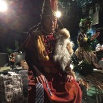 パパトゥトゥ族の酋長トサカワシ役に扮する大月さん
